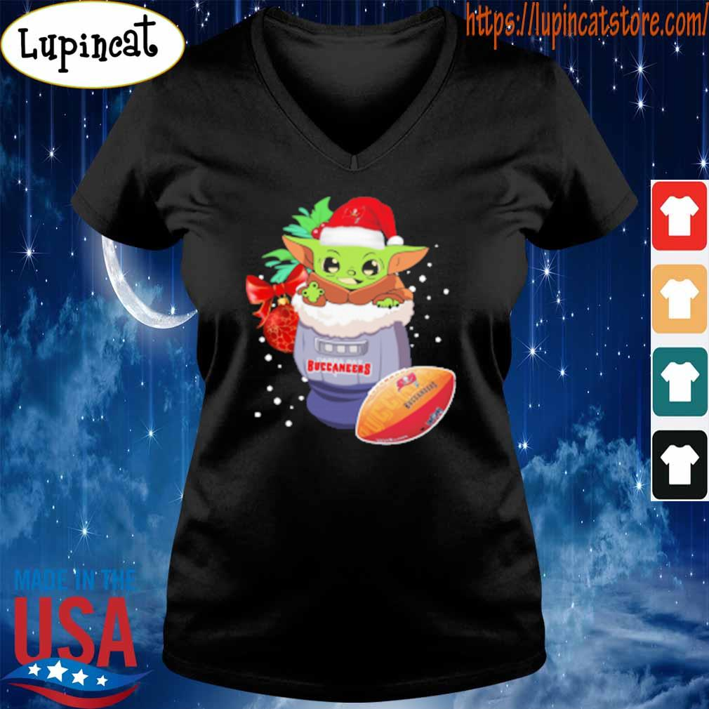 Tampa Bay Buccaneers Christmas Baby Yoda Star Wars Funny Happy NFL T-Shirt V-neck